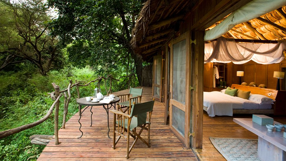 005643-12-Treehouse-suite-veranda